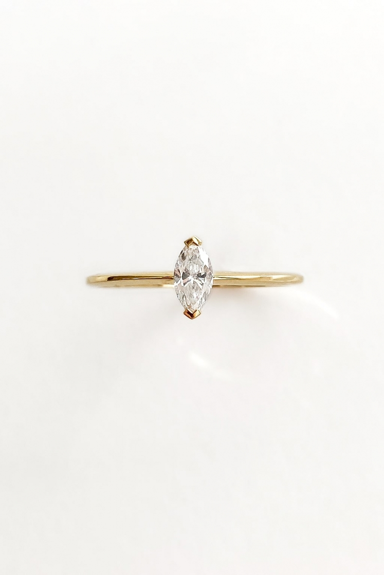 Single Marquise gold ring