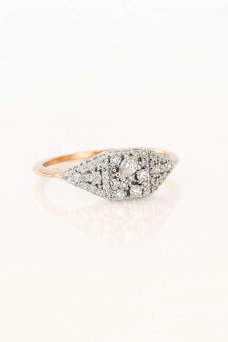 Signet diamonds ring